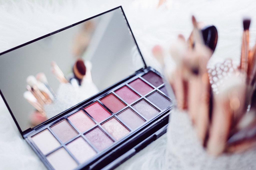 Køb makeup online fra USA med ShopUSA