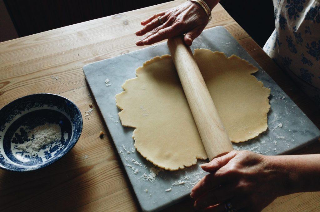 Köksutrustning för bakning till höstmyset